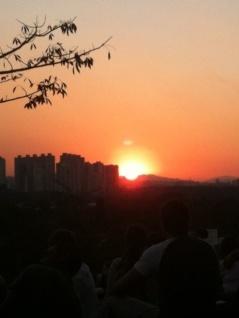 Pôr do sol na praça do.....